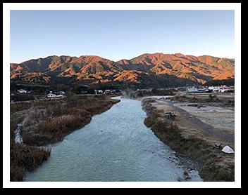 角田大橋から、仏果山、高取山を撮影