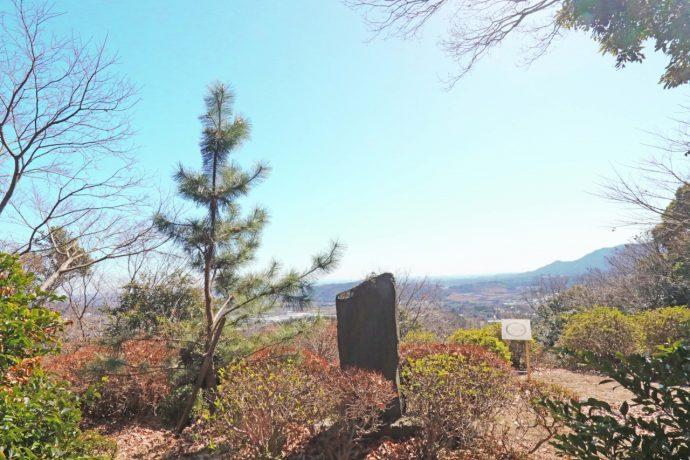 三増合戦 武田信玄旗立松の石碑