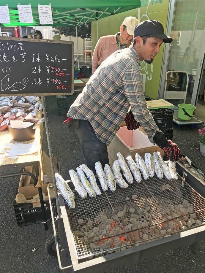 12月 イベント ソーセージ ホットドッグ 食べる 冬 アツアツ ジューシー