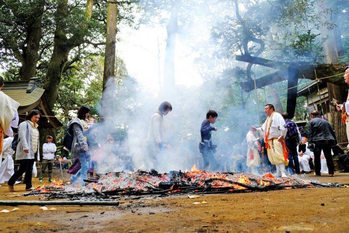 八菅神社 火渡り 過去の写真